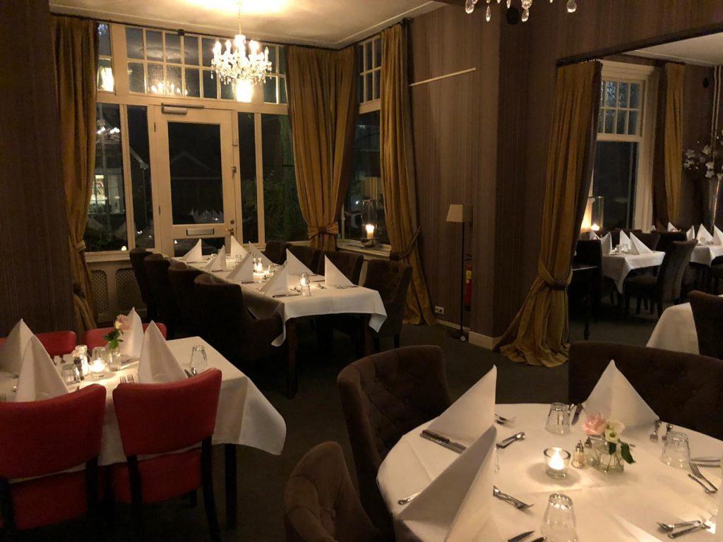 Restaurantopstelling Witte Hoes