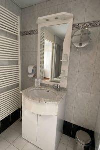 Kamer 17 badkamer Witte Hoes